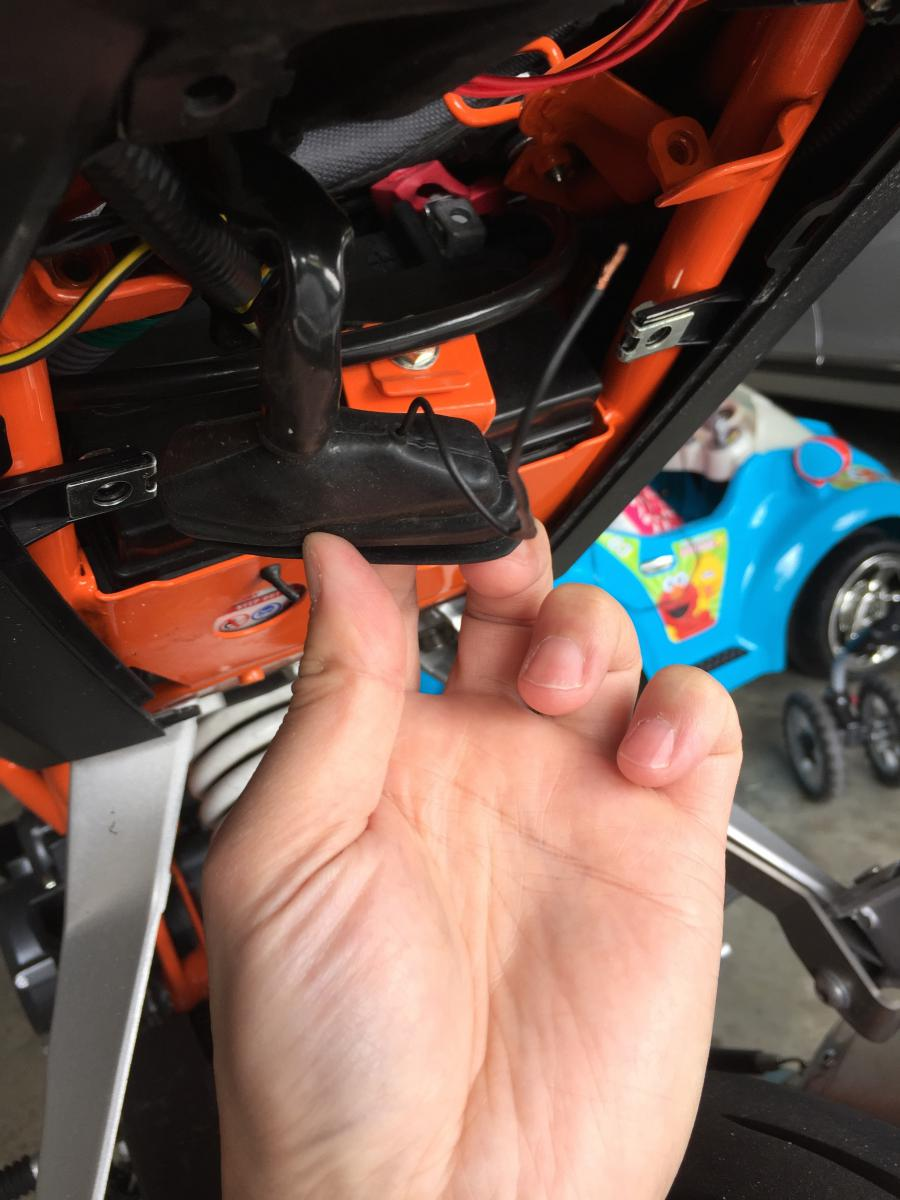 Exposed Bare Wire In Tail Area Ktm Duke 390 Forum Wiring Diagram 50 Click Image For Larger Version Name Img 0058 Views 547 Size 1000