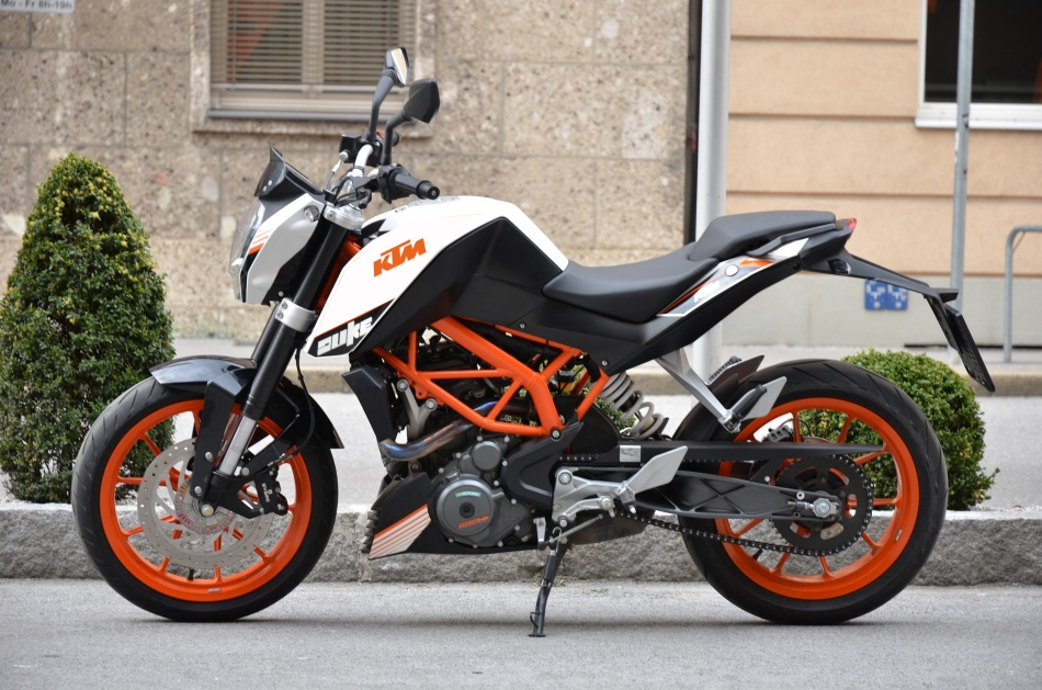 lose the tank stickers ? - ktm duke 390 forum