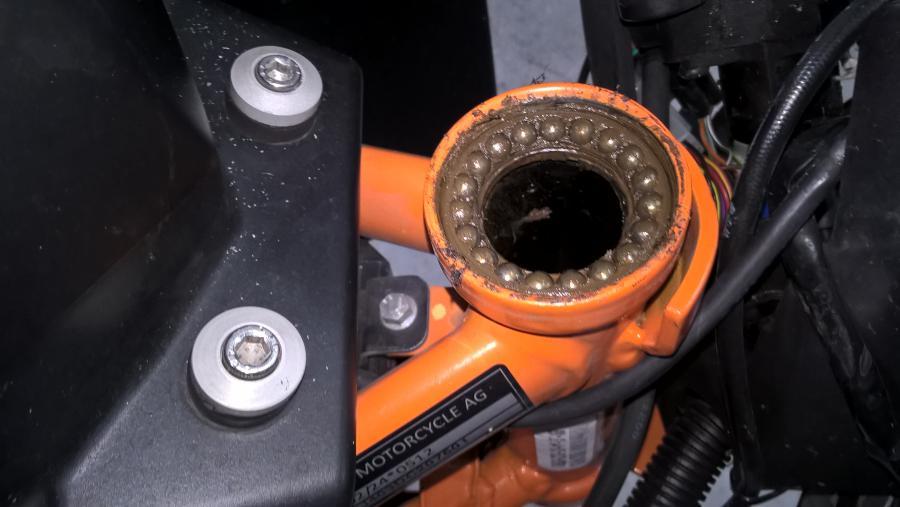 Problem steering head bearings - KTM Duke 390 Forum